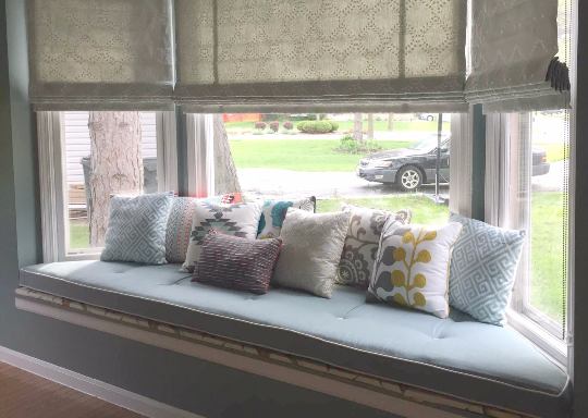 Best Way to Arrange Throw Pillows